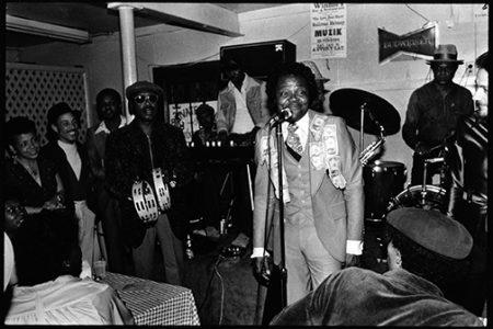 Ernie K-Doe performing.