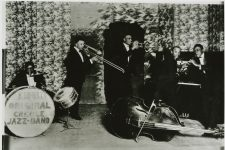 "Kid Ory's Original Creole Jazz Band, 1922: Warren ""Baby"" Dodds, Kid Ory, Mutt Carey, Ed ""Montudie"" Garland, and Wade Whaley."