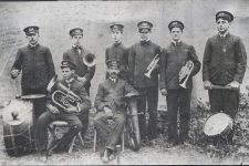 An early portrait of Papa Jack Laine's Reliance Band.